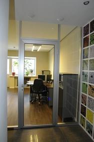 Офисная стеклянная дверь